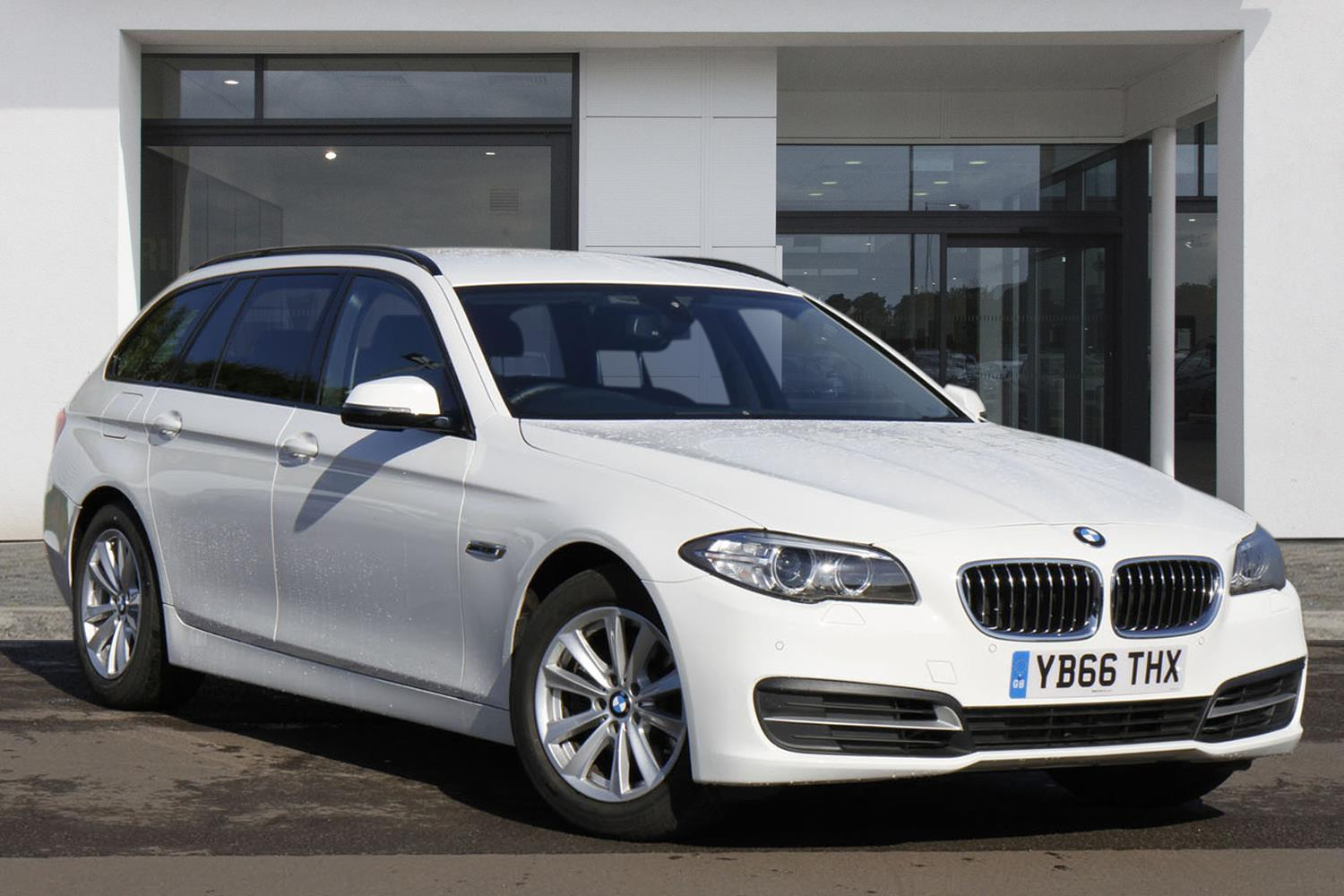 BMW 5 Series Touring YB66THX - Image 2