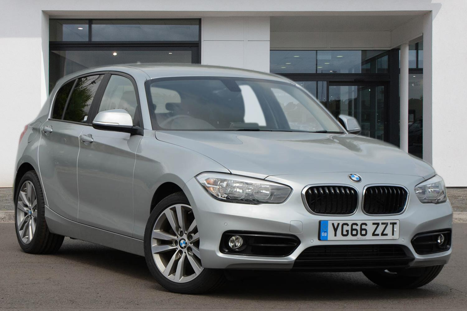 BMW 1 Series 5-door Sports Hatch YG66ZZT - Image 2