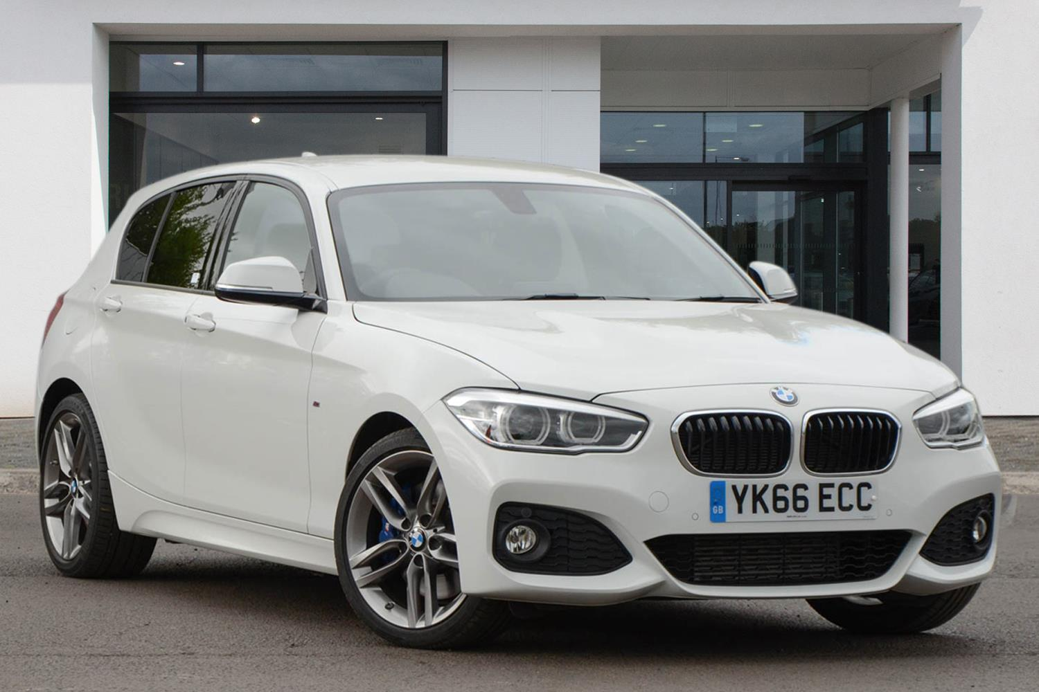 BMW 1 Series 5-door Sports Hatch YK66ECC - Image 3